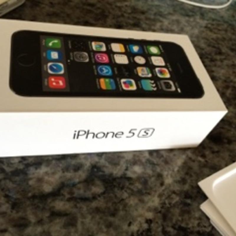 iPhone 5S 64 GB Space Gray (ATT) w/ 2 Cases!