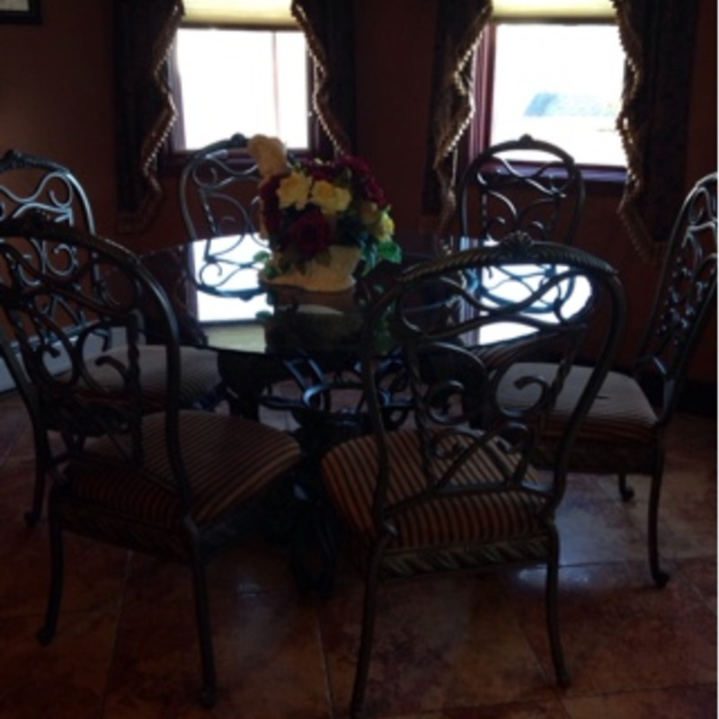 Dining round table with 6 chairs